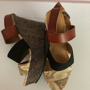 Cute size 7 wedges